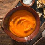 Krämig soppa för höstpumpa i kruka Arkivbilder