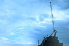 Kräne auf Baustelle Lizenzfreies Stockfoto