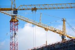 Kräne auf einer Baustelle Lizenzfreie Stockbilder