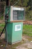 Kräne der Benzinstation mit Typen des Benzins Lizenzfreie Stockbilder