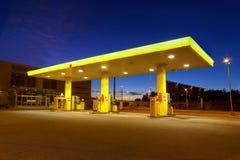 Kräne der Benzinstation mit Typen des Benzins Stockfotografie