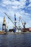 Kräne in der Werft Lizenzfreie Stockbilder