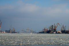 Kräne des Hafens Lizenzfreie Stockfotografie
