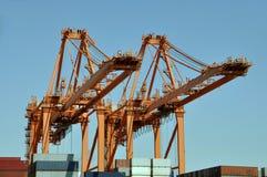 Kräne in einem Hafen Lizenzfreie Stockfotografie