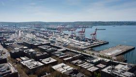 Kräne am Hafen von Seattle, Washington lizenzfreie stockbilder