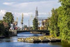 Kräne im Frachthafen von St Petersburg auf der Admiralität s Stockfotografie