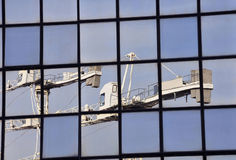 Kräne im Spiegel Lizenzfreie Stockfotografie
