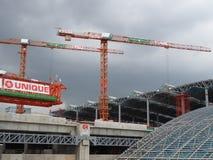 Kräne steigen in grauen Himmel an großartiger Station Bangsue an Stockfotografie