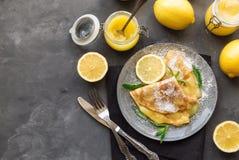 Kräppar med citronkräm Royaltyfria Foton
