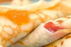 kräppar som fyller hemlagad marmalade Royaltyfri Fotografi