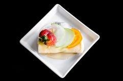 Kräppkakarulle med frukt Royaltyfri Fotografi