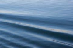 Kräuselungen im Wasser Stockfotos