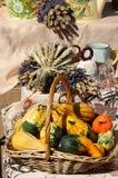 Kräuter, Gewürze, Lavendel, Blumensträuße und Gemüse Lizenzfreies Stockbild