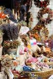 Kräuter, Gewürze, Lavendel, handgemachte Blumenblumensträuße Stockfotos