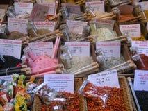 Kräuter und Gewürze für Verkauf, Frankreich Stockfoto