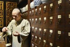 Kräutermedizinshop des traditionellen Chinesen, Wachsfigur, China-Kulturkunst Lizenzfreies Stockfoto