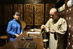Kräutermedizinshop des traditionellen Chinesen, Wachsfigur, China-Kulturkunst Lizenzfreie Stockfotografie