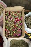 Kräutermischung für Tee am Straßenshop in Lahic, Aserbaidschan Stockbild