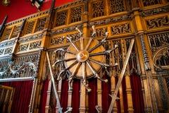 Krócicy na jeden ściany wśrodku wielkiej hali przy Edynburg kasztelem zdjęcie royalty free