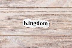 Królestwo słowo na papierze Pojęcie Słowa królestwo na drewnianym tle zdjęcia stock