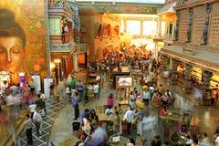 Ludzie śpieszą się odwiedza kultura żleb obrazy royalty free