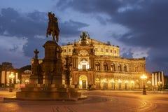 Królewiątka John pomnik przed Semperoper operą przy ni, zdjęcia stock