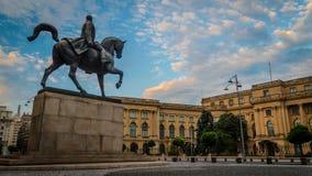 Królewiątko Carol 1st statua w Bucharest, ranku światło zdjęcia stock