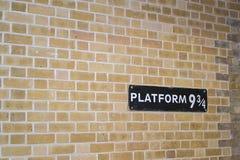 2014-09-24 Królewiątko krzyża stacja, Hogwarts Ekspresowy Platforma Dziewięć, Trzy Czwarte i zdjęcie royalty free