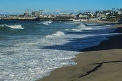 Królewiątko przypływy Tworzy Duże fale w Redondo plaży, Los Angeles okręg administracyjny, Kalifornia zdjęcia royalty free