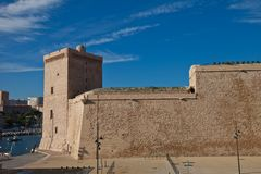 Królewiątko Rene, Marsylski góruję fort Jean (XV c.) Zdjęcie Royalty Free