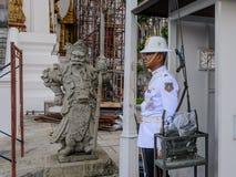 Królewiątko strażnik w Phra Bora Maha Ratcha Wang, Uroczysty pałac w Bangkok obraz stock