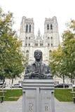 Królewiątka Baudouin statua przed St Michael i St Gudula Cath Obraz Royalty Free