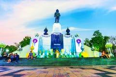 Królewiątka Rama VI statua w wieczór Fotografia Royalty Free