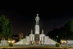 Królewiątka Rama XI. zabytek przy lumpini parkiem Obrazy Stock
