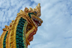 Królewiątko Nagas odizolowywa na niebieskiego nieba tle, Nagas kula ognista Zdjęcie Royalty Free
