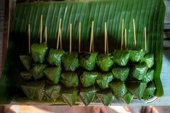 Królewska liścia opakunku zakąska Miang Kham w kiju zdjęcia royalty free