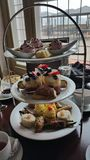 Królewska wysoka herbata przy fairmont macdonald Zdjęcia Royalty Free