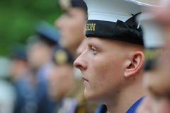 Królewski marynarka wojenna żeglarz na paradzie w best mundurze Zdjęcia Stock
