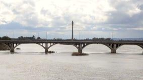 Królewski most w Badajoz mieście zbiory