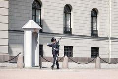 Królewski strażowy na zewnątrz pałac królewskiego w Oslo, Norwegia Fotografia Stock