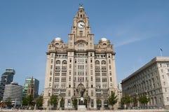 Królewski Wątrobowy budynek, molo głowa, Liverpool, UK zdjęcia stock