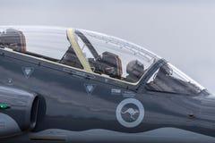Królewskiego australijczyka siły powietrzne RAAF BAE jastrzębia 127 prowadzenie w myśliwskim trenera samolocie obrazy royalty free