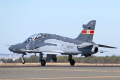 Królewskiego australijczyka siły powietrzne RAAF BAE jastrzębia 127 prowadzenie w myśliwskim trenera samolocie A27-33 zdjęcia royalty free