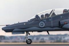 Królewskiego australijczyka siły powietrzne RAAF BAE jastrzębia 127 prowadzenie w myśliwskim trenera samolocie A27-33 obraz stock