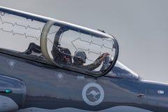 Królewskiego australijczyka siły powietrzne RAAF BAE jastrzębia 127 prowadzenie w myśliwskim trenera samolocie fotografia stock
