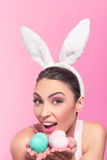 Królik kobieta z Easter jajkami Fotografia Stock