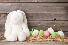 Królik zabawka i Easter jajka Fotografia Stock