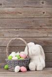 Królik zabawka i Easter jajka koszykowi Obraz Royalty Free