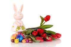 królika Easter czerwieni tulipany obraz royalty free