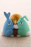 królika Easter jajka eggcup śmieszny szczeniak Zdjęcia Stock